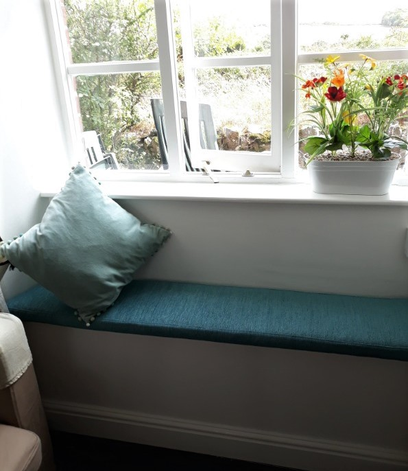 Bespoke washable loose cover for bench seat in holiday cottage
